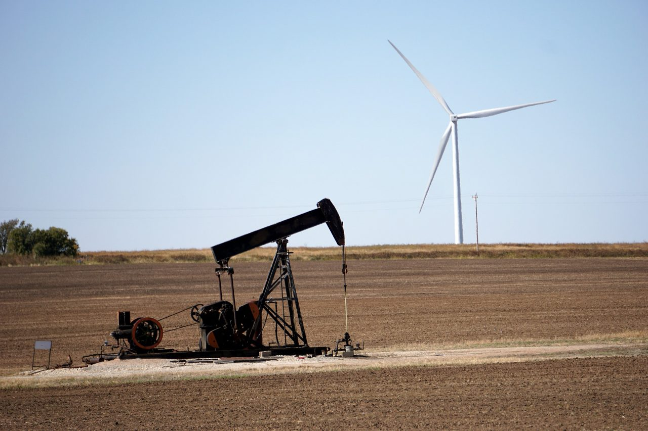 https://thetexan.news/wp-content/uploads/2019/12/Energy-Oil-Wind-1280x853.jpg