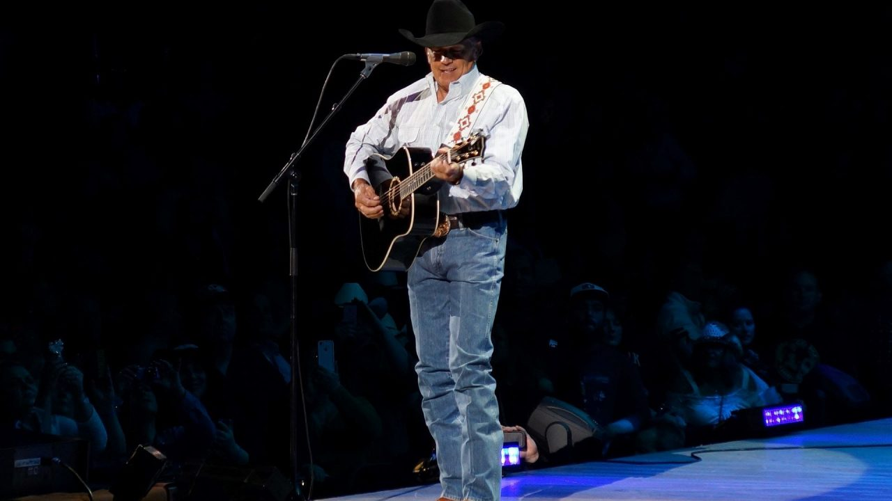 https://thetexan.news/wp-content/uploads/2019/12/George-Strait-Christmas-Songs-1280x720.jpg