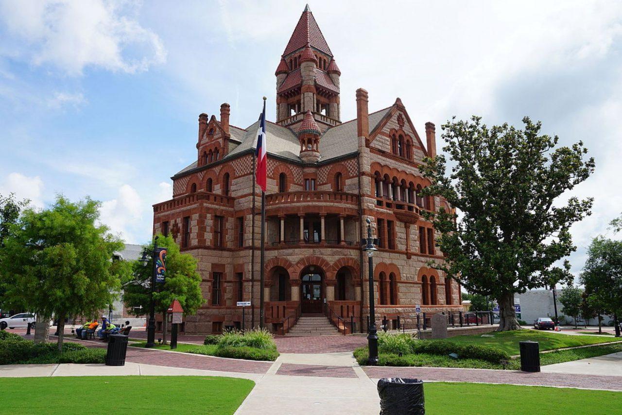 https://thetexan.news/wp-content/uploads/2020/04/Hopkins-County-Courthouse-1280x854.jpg