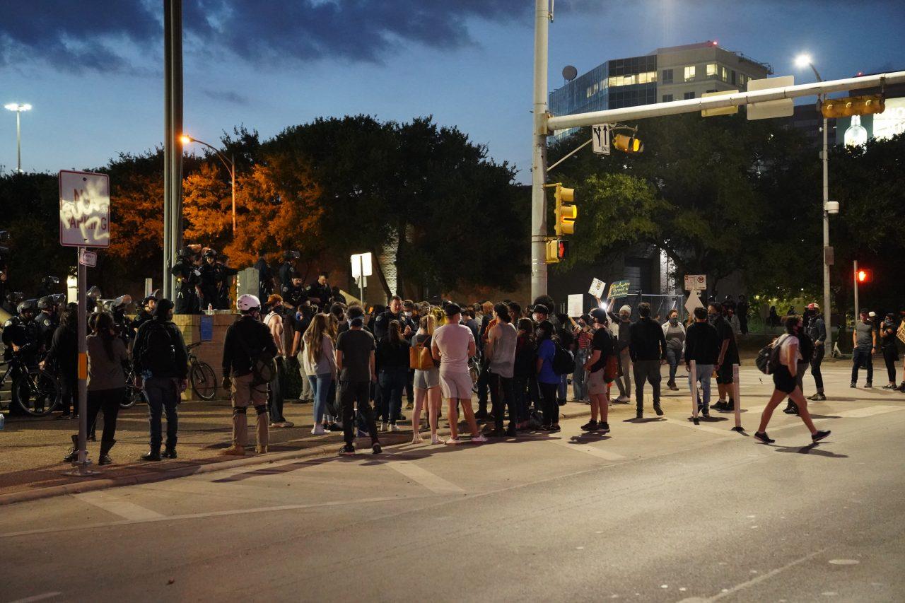 https://thetexan.news/wp-content/uploads/2020/06/APD-Protest-Crowd-Night9-1280x853.jpg