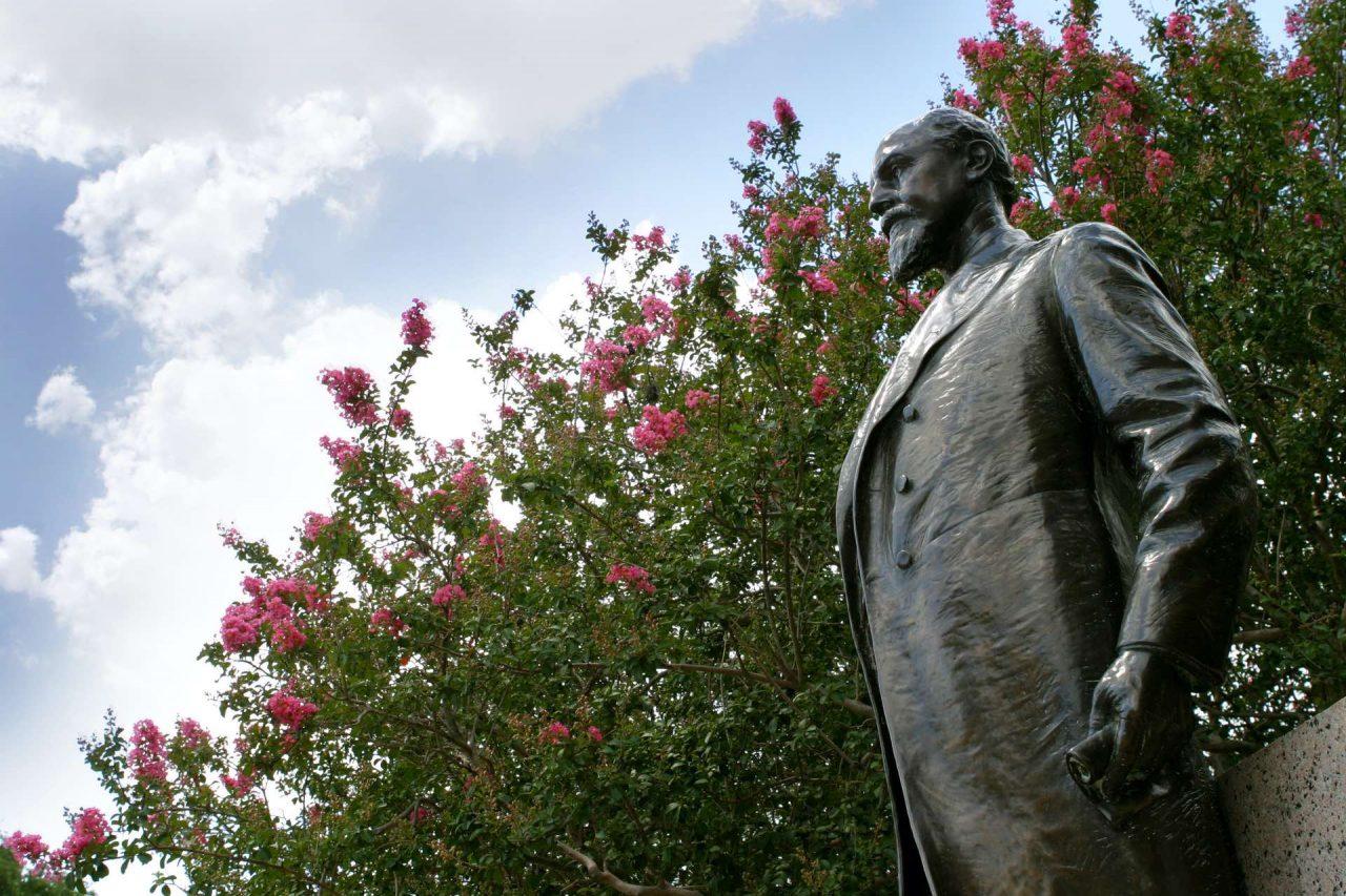 https://thetexan.news/wp-content/uploads/2020/06/Sul-Ross-Statue-1280x853.jpg