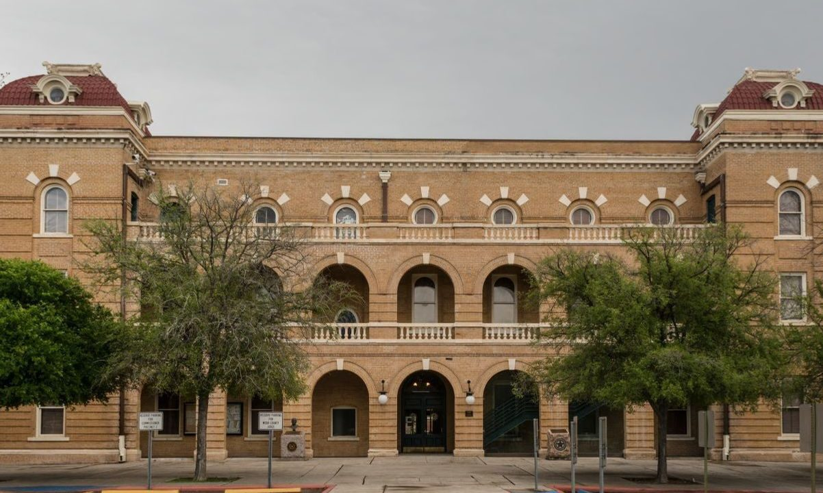 https://thetexan.news/wp-content/uploads/2020/07/WebbCountyCourthouse-1202x720.jpg