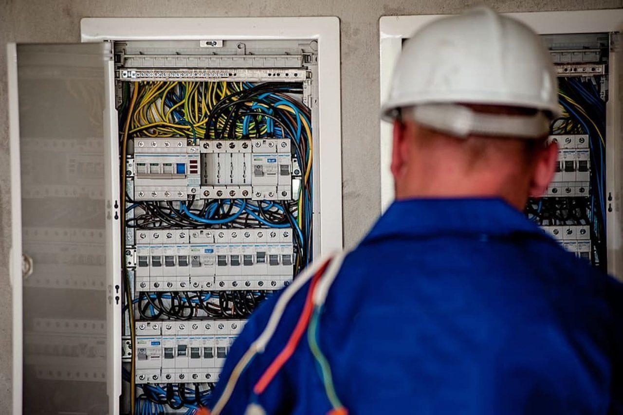 https://thetexan.news/wp-content/uploads/2020/09/Unemployment-August-Electrician-1280x853.jpg