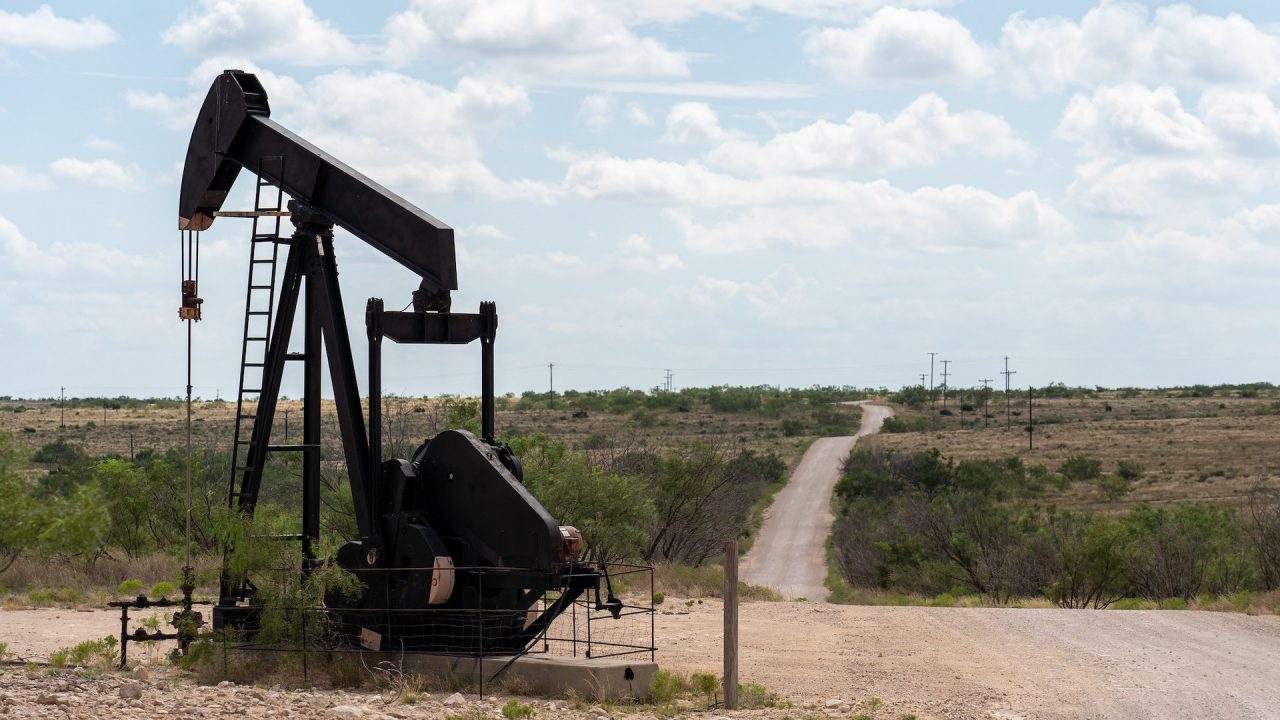 https://thetexan.news/wp-content/uploads/2020/10/lubbock-oil-pump-jack-1280x720.jpg