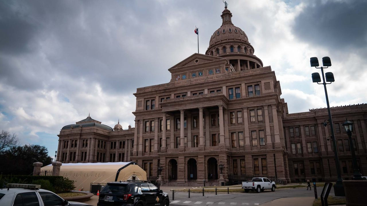 https://thetexan.news/wp-content/uploads/2021/01/Texas-Capitol-North-Side-with-COVID-Tent-DF-1280x720.jpg