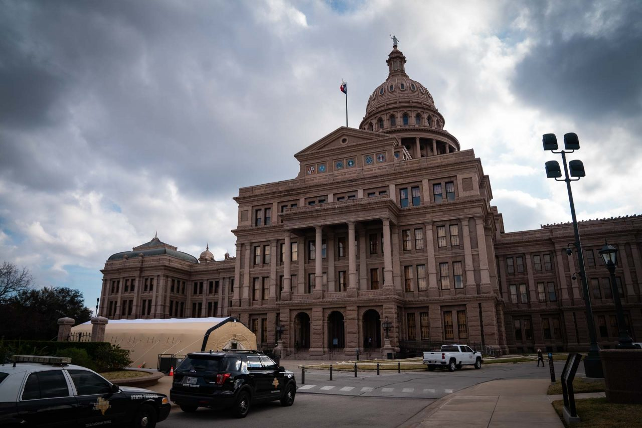 https://thetexan.news/wp-content/uploads/2021/01/Texas-Capitol-North-Side-with-COVID-Tent-DF-1280x853.jpg