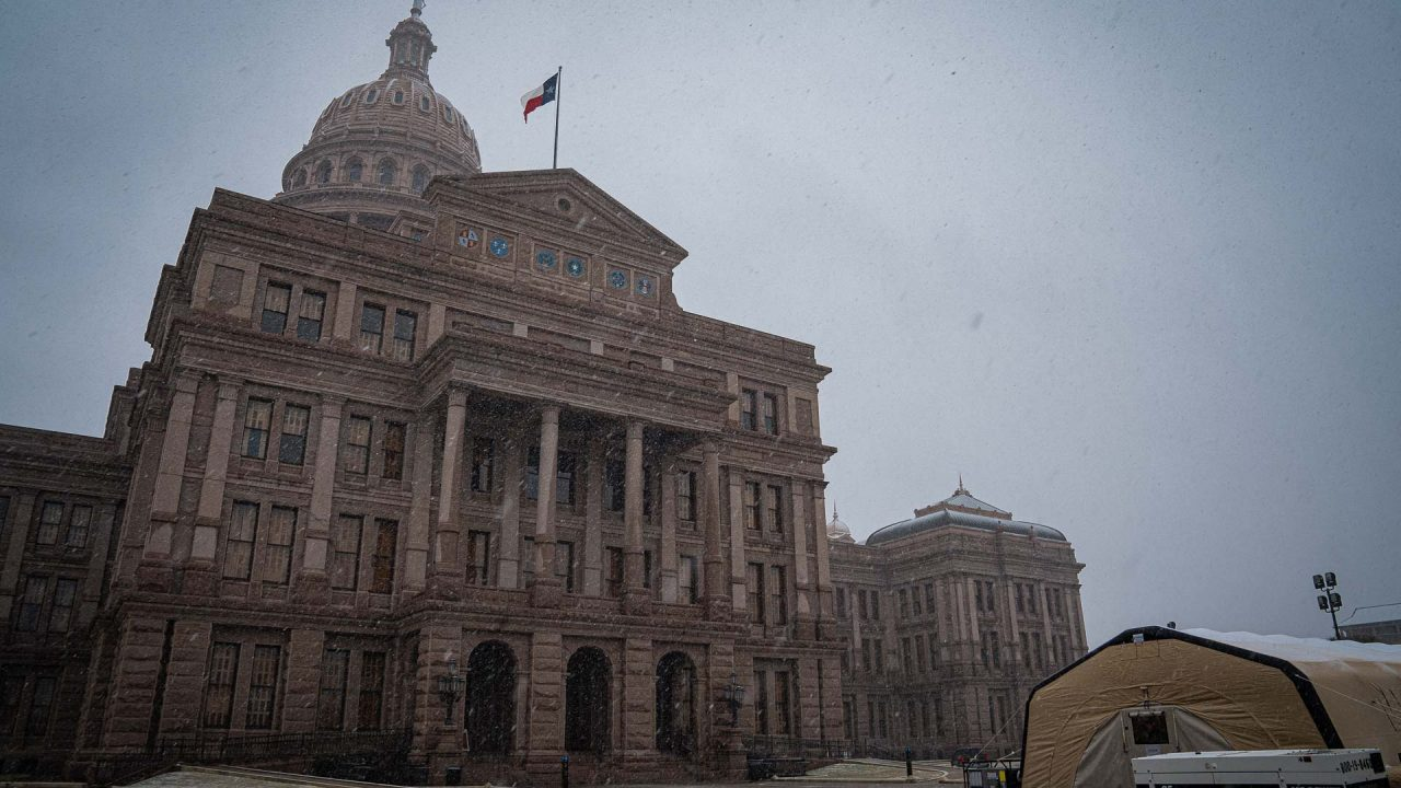 https://thetexan.news/wp-content/uploads/2021/01/Texas-Capitol-with-Snow-DF-7-1280x720.jpg