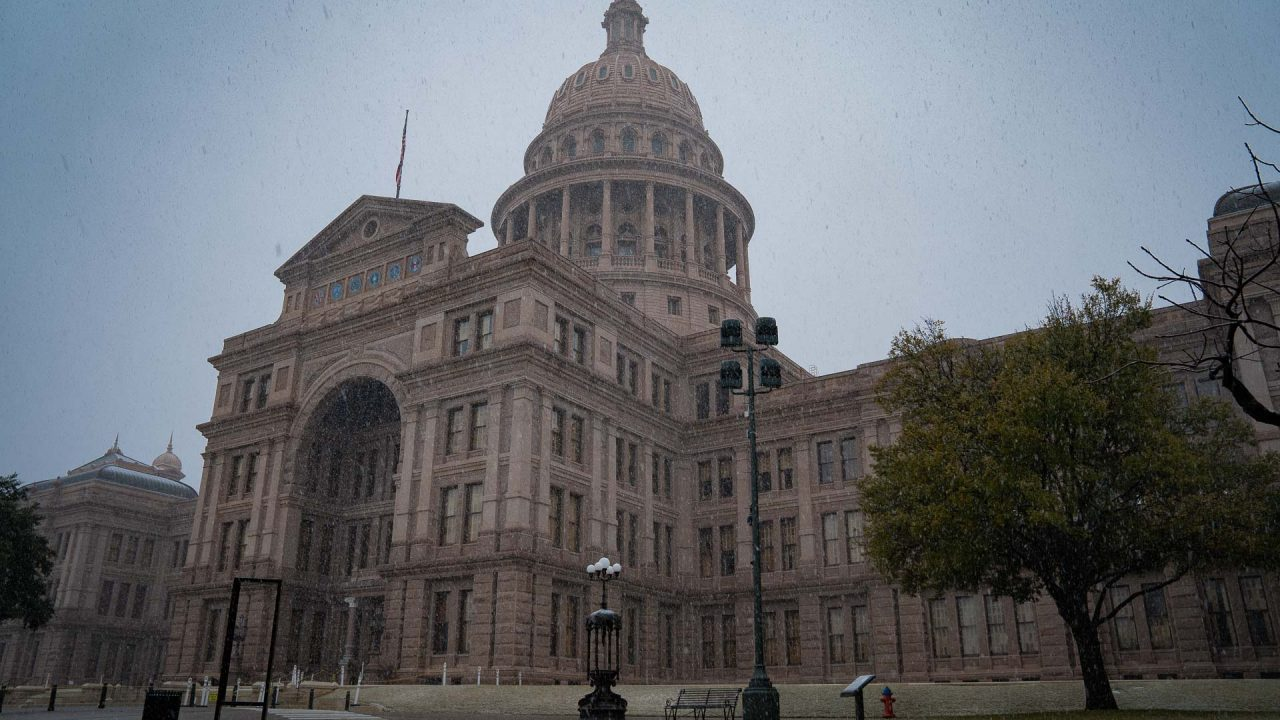 https://thetexan.news/wp-content/uploads/2021/01/Texas-Capitol-with-Snow-DF-9-1280x720.jpg