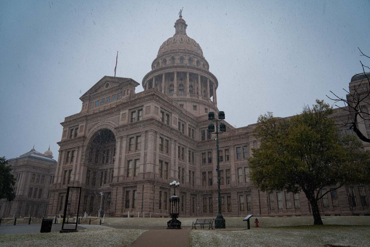 https://thetexan.news/wp-content/uploads/2021/01/Texas-Capitol-with-Snow-DF-9-1280x853.jpg