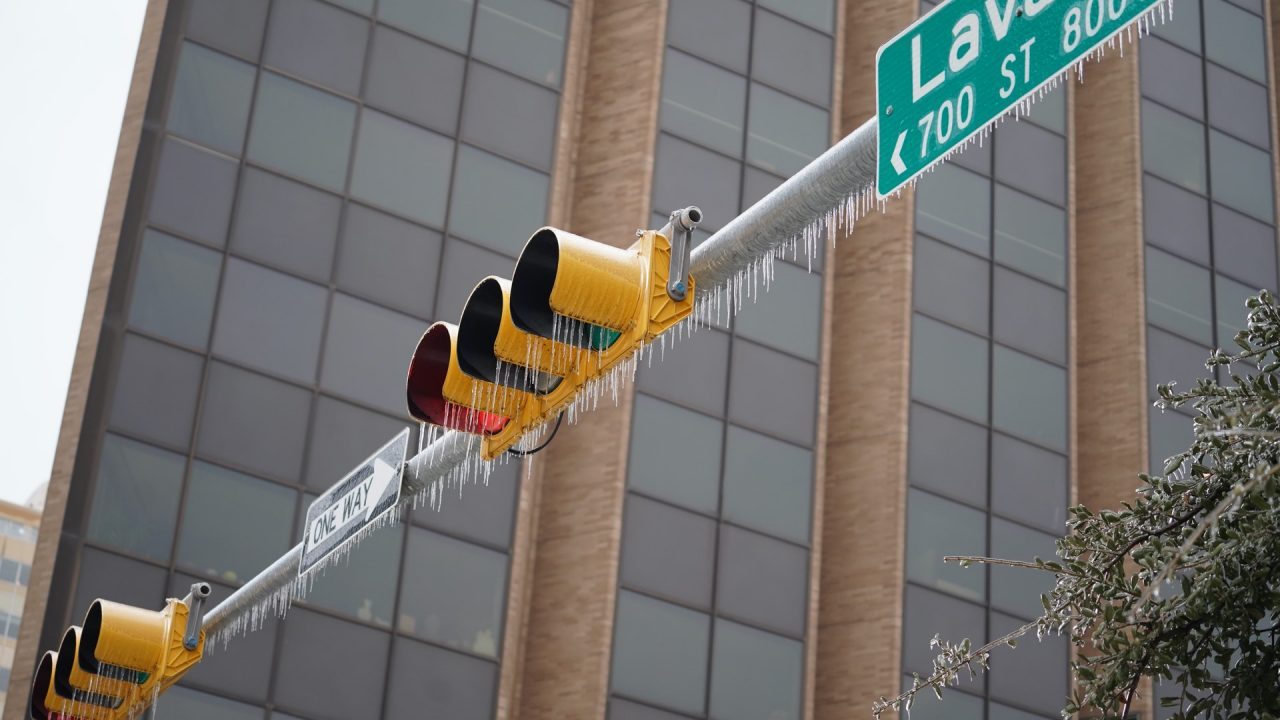 https://thetexan.news/wp-content/uploads/2021/02/Frozen-Stoplight-Lavaca-Street-Austin-DF-1280x720.jpg