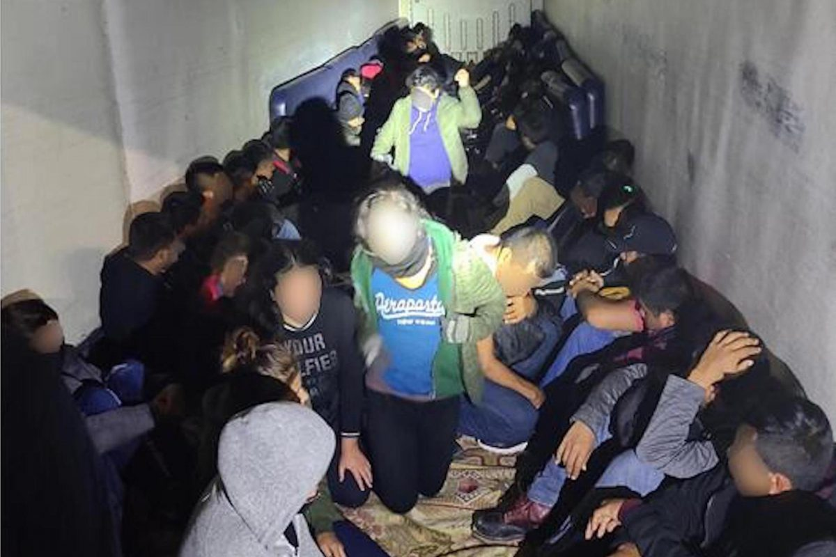 Border Police Arrest Human Smugglers, 230 Illegal Immigrants in Laredo Area