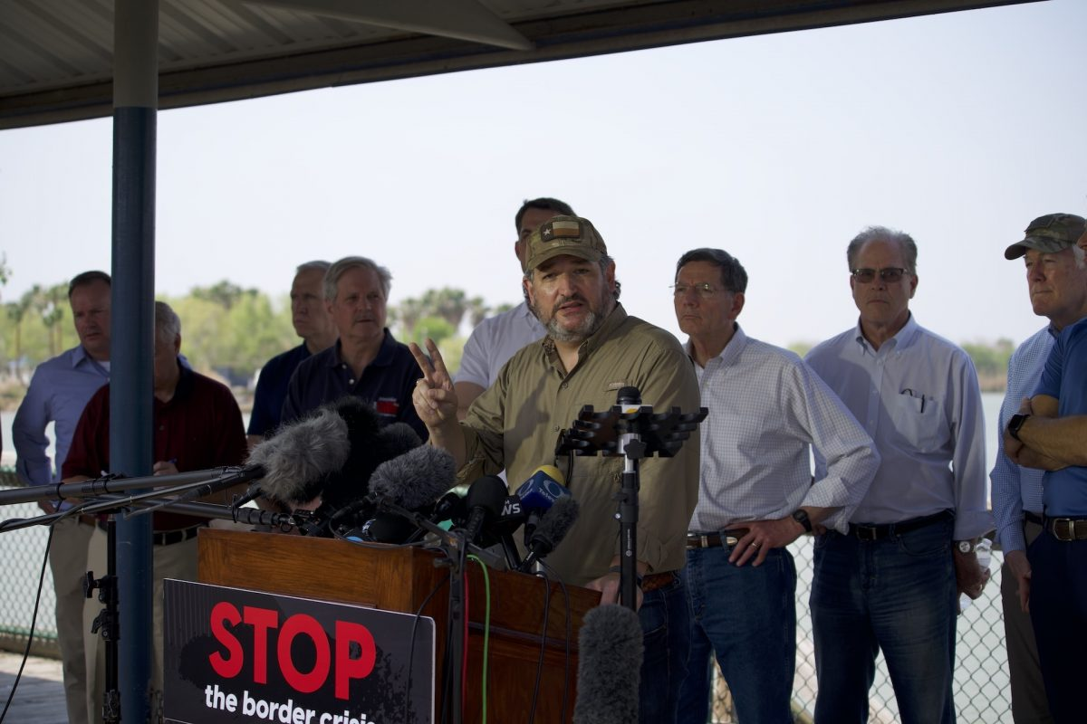 Cruz, Cornyn, 17 Other U.S. Senators Tour Rio Grande River in 'Heartbreaking' Border Visit