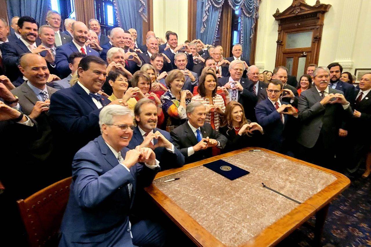https://thetexan.news/wp-content/uploads/2021/05/Texas-Heartbeat-Bill-Signing-1280x853.jpg
