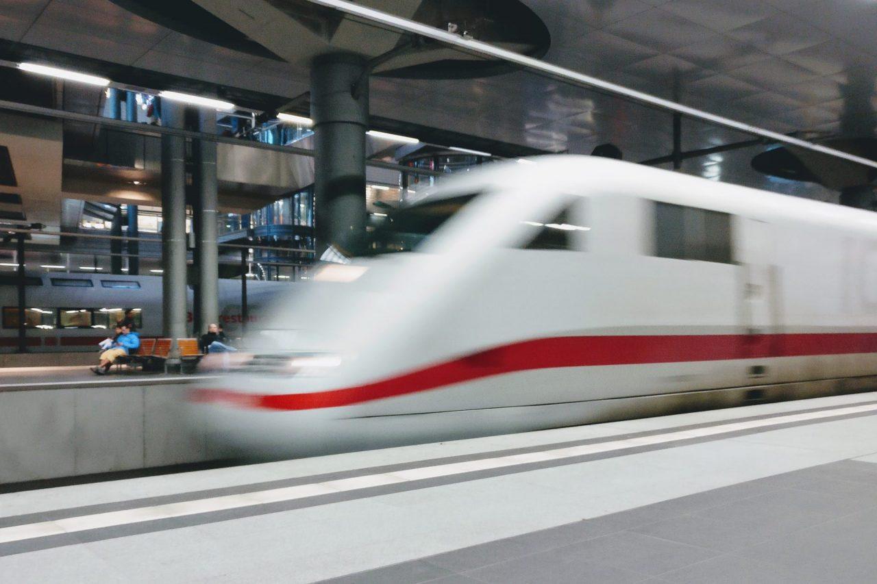 https://thetexan.news/wp-content/uploads/2021/06/High-Speed-Rail-Texas-Supreme-Court-1280x853.jpg