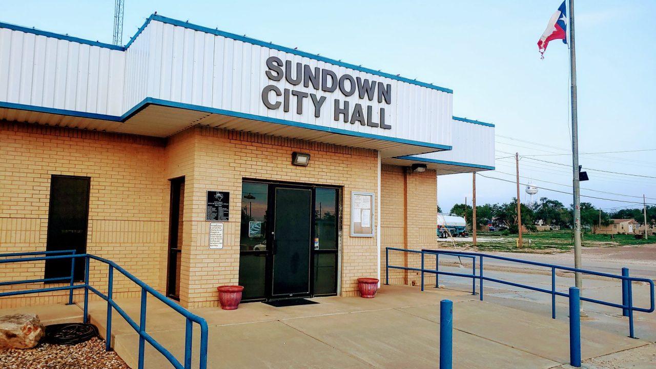 https://thetexan.news/wp-content/uploads/2021/06/Sundown-Texas-City-Hall-1280x720.jpg