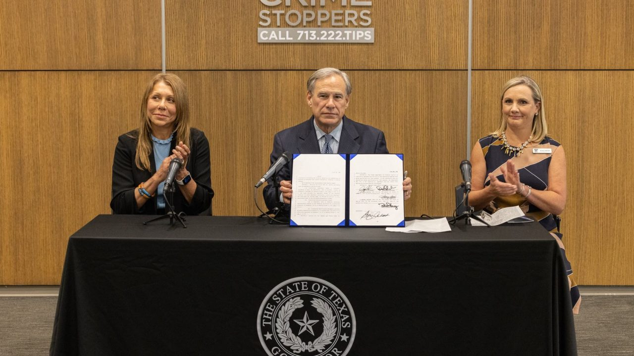 https://thetexan.news/wp-content/uploads/2021/07/Greg-Abbott-Joan-Huffman-Nichole-Christoph-Crime-Stoppers-Anti-Fentanyl-Legislation-Signing-1280x720.jpg