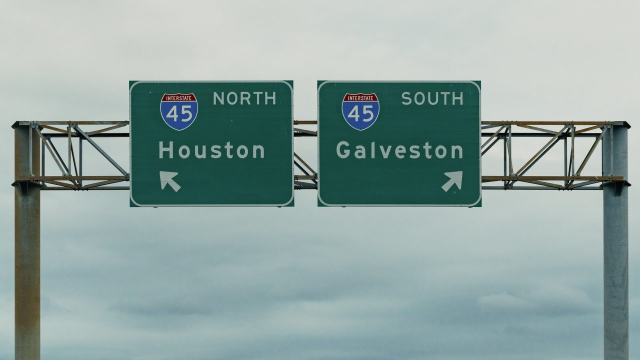 https://thetexan.news/wp-content/uploads/2021/07/Houston-Galveston-Interstate-45-I-45-Highway-Signs-1280x720.jpg