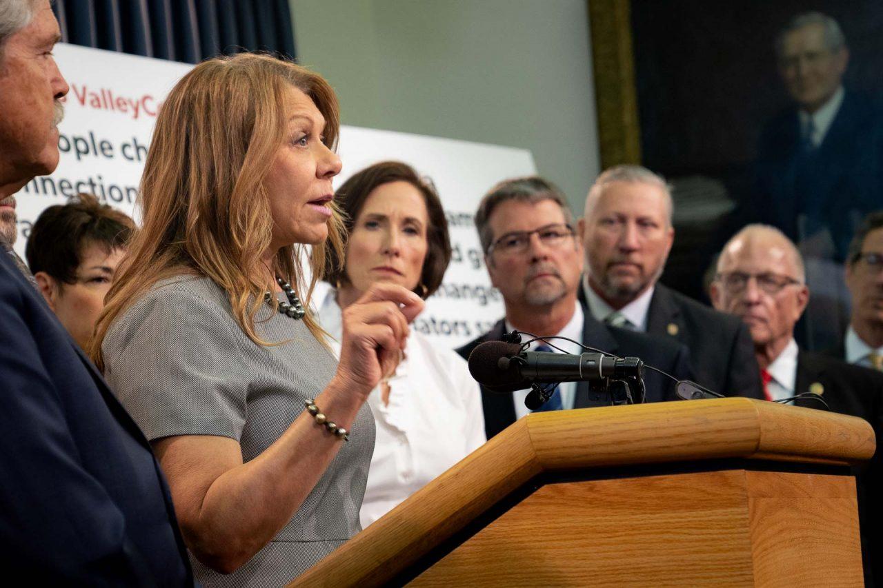 https://thetexan.news/wp-content/uploads/2021/08/Joan-Huffman-at-Texas-Senate-GOP-Press-Conference-DF-1-1280x853.jpg
