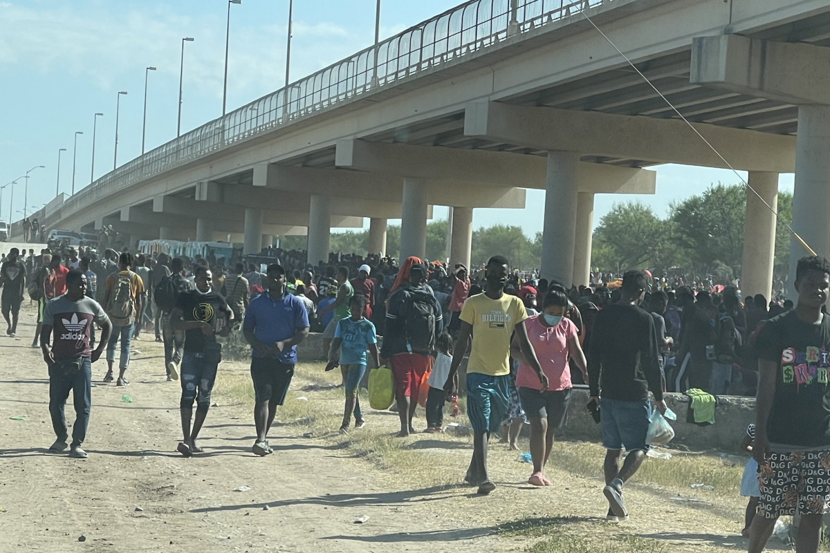 Del Rio Mayor Pleads for 'Quick Action' as Thousands of Illegal Aliens Shelter at International Bridge